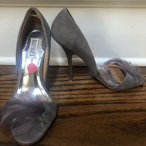 Badgley Mischka (8M) Gray Feather Heels